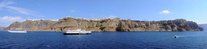 从游轮的圣托里尼Fira全景 免版税库存照片