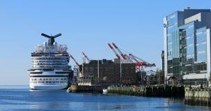 游轮看法在哈利法克斯,新斯科舍停泊了港口 库存照片