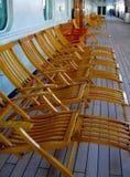 游轮空的轻便折叠躺椅 免版税库存照片