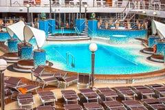 游轮顶面甲板看法与水池的 免版税图库摄影