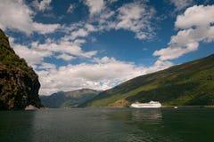 游轮, Sognefjord/Sognefjorden,挪威 免版税库存照片