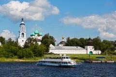 游轮去在一条大河vlogs,俄罗斯 库存照片