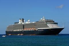 游轮Zuiderdam在开曼群岛 免版税库存图片