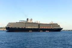 游轮Zuiderdam在开曼群岛 免版税图库摄影