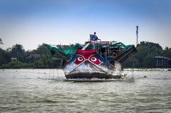 湄公河三角洲, 2017年-在的小船海豹捕猎 免版税库存照片