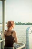 湄公河三角洲巡航的游人 免版税库存图片