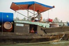 湄公河三角洲浮动市场在越南 免版税库存图片