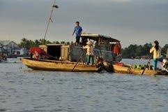 湄公河三角洲浮动市场 水果和蔬菜 库存照片