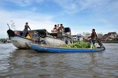 湄公河三角洲的果子卖主,越南 免版税库存图片