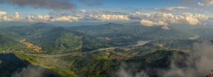 湄公河和山风景 免版税库存图片