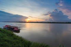 湄公河在Katong寺庙、廊开、泰国假期和长的假日 免版税图库摄影