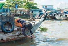 湄公河浮动市场 免版税库存照片