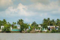 湄公河的银行在芹苴市,越南 免版税库存照片