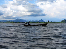 湄公河骑马 库存图片