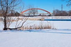 湖丽贝卡公园和桥梁在海斯廷斯 库存照片