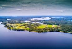 湖从上面,鸟` s飞行 免版税库存图片