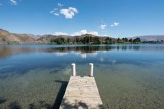 湖位于克伦威尔的Dunstan,中央Otago,新西兰 免版税库存图片