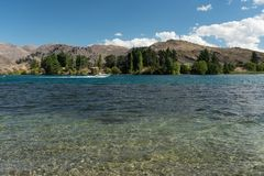 湖位于克伦威尔的Dunstan,中央Otago,新西兰 免版税图库摄影