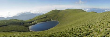 湖全景风景 免版税库存图片