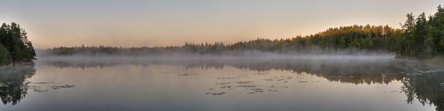 湖全景 免版税库存图片