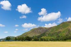 湖区Buttermere对高Shockrigg Cumbria英国英国的山景 库存图片