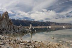 湖单音内华达范围山脉塔凝灰岩 免版税库存图片