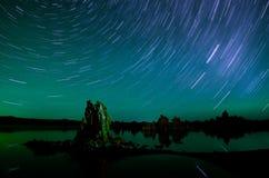 湖单音超出星形线索 免版税库存照片
