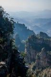 湖南张家界杨家界龙泉峡谷峭壁喜欢一壮观的`古城墙壁` 库存图片