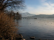 湖卢塞恩远景冬天 库存图片