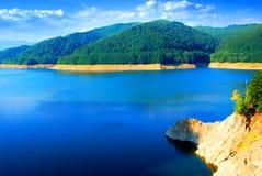 湖周围vidraru 免版税库存照片