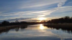 湖和太阳 免版税库存照片