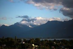 湖和山在蒙特勒 图库摄影