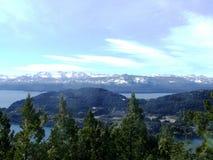 湖和山 库存照片