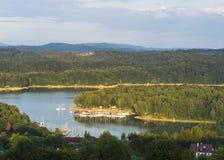 湖和帆船 免版税库存图片