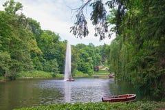 湖和蛇喷泉在Sofiyivka国家公园  乌曼,乌克兰 库存图片