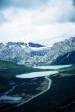 湖和雪山在西藏,瓷 免版税库存照片