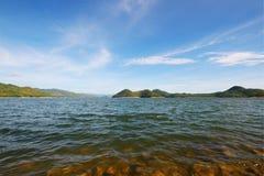 湖和水坝 免版税库存图片