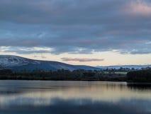 湖在一个冬日 库存图片