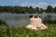 湖在一个晴天 免版税图库摄影