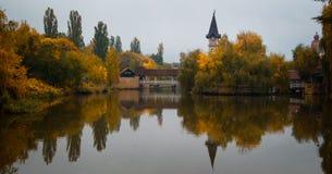 湖在公园 免版税库存图片