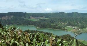 Lagoa das在圣地米格尔海岛的sete cidades 免版税库存图片