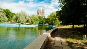 湖在城市的心脏 免版税库存照片