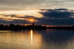 湖在夜间 免版税库存图片