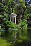 湖在大城市公园 库存图片
