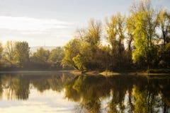 湖在春天 免版税图库摄影