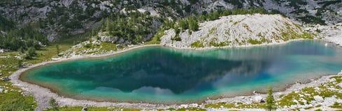 湖在朱利安阿尔卑斯山-全景 库存图片