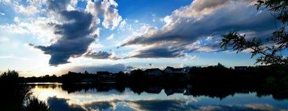 湖在村庄Ostratu在Corbeanca罗马尼亚 免版税库存图片