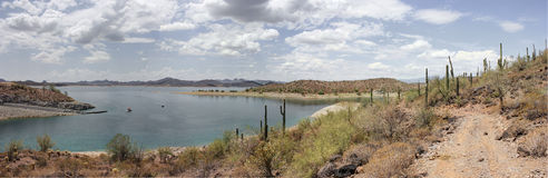 湖在沙漠,亚利桑那,美国 免版税库存照片