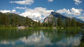 湖在班夫公园,亚伯大,加拿大 免版税库存照片