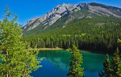 湖在班夫国家公园 免版税库存图片